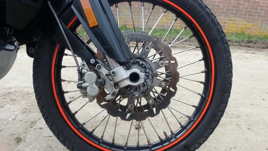 950 adventure front wheel and brakes